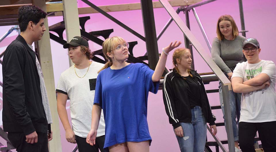 Students present Legally Blonde
