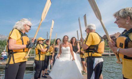 Bride surprises groom by arriving on dragon boat