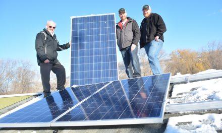 Business helps food bank go solar