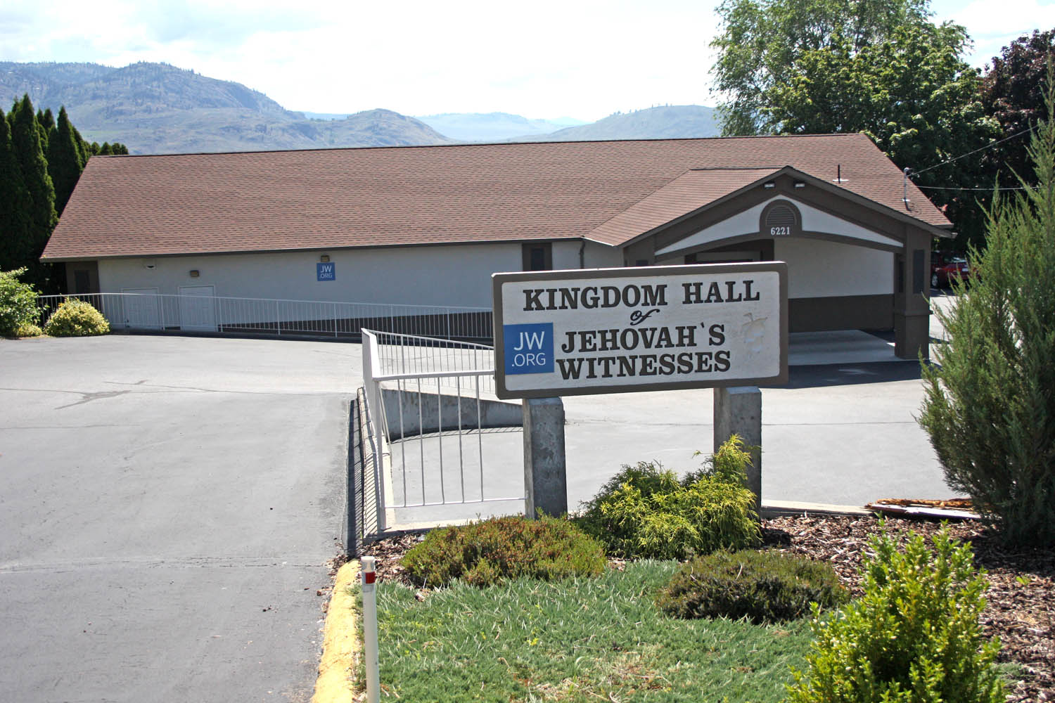 Close to 200 Jehovah's Witnesses from Osoyoos and Oliver will be amongst the thousands of delegates who will pack into the South Okanagan Events Centre (SOEC) in Penticton this weekend to attend the 2015 regional South Okanagan conference for Jehovah's Witnesses. A congregation of between 60 and 70 from Osoyoos and another 90 to 100 from the Oliver congregation are also expected to attend the conference. Picture above is the home of the local congregation from Osoyoos on Hwy. 97. (Keith Lacey photo)