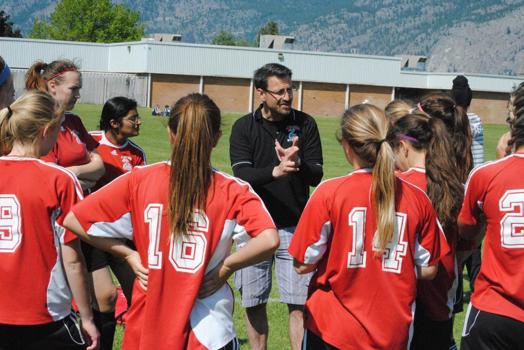 Head coach George Mocci discusses strategy with his team prior to game action. (Dale Cory photo)
